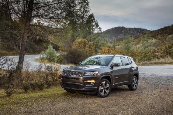 Hormis le nom, il faut oublier tout ce que l'on savait sur le Compass, fraîchement renouvelé ce printemps. Cette deuxième génération a beaucoup grandi, coûte plus cher à acquérir et risque de semer le désordre au sein de la gamme Jeep. ()