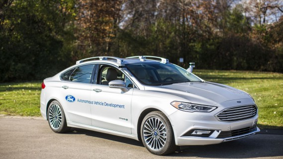 L'instrumentation extérieure de la nouvelle Ford Fusion autonome est beaucoup moins volumineuse et invasive que sur le prototype. (Photo : Ford)