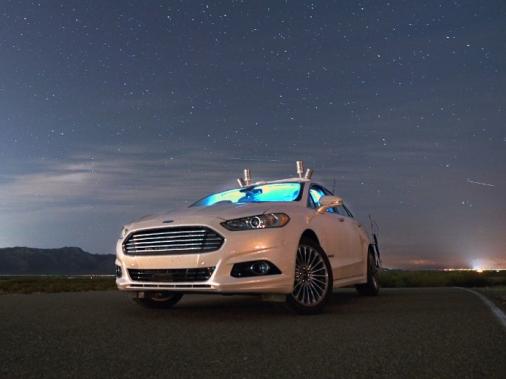 La voiture autonome pourrait fonctionner dans un univers routier où les phares sont devenus inutiles. Le prototype a été testé l'an dernier la nuit, sans phares. (Photo : Ford)