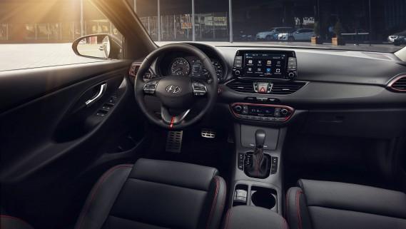Hyundai Elantra GT 2018. ()