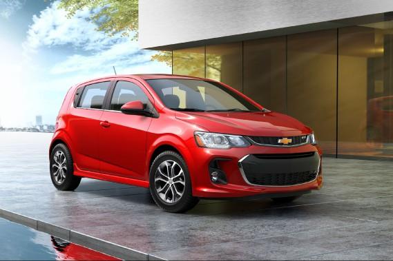 <strong>Chevrolet Sonic</strong>Elle est coincée entre la toute petite Spark et la compacte Cruze. Considérant le prix des options les plus convoitées, ne vaudrait-il pas mieux se rabattre sur la Cruze? ()