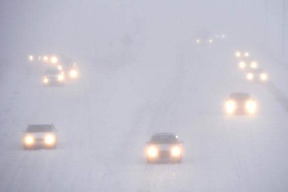 La visibilité était presque nulle mardi soir sur la route 132 en direction est. (BERNARD BRAULT, LA PRESSE)