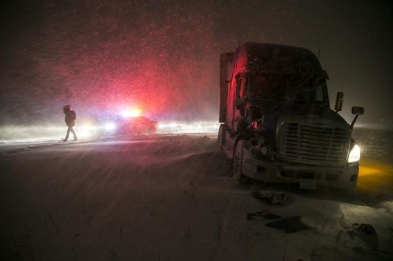 Des automobilistes sont bloquésˆ sur l'autoroute 20 ouest. (MARTIN TREMBLAY, LA PRESSE)