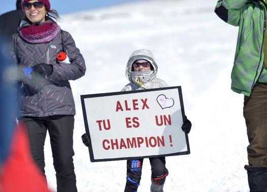 Une très jeune fan était présente près du parcours pour encourager son champion. (Le Soleil, Yan Doublet)