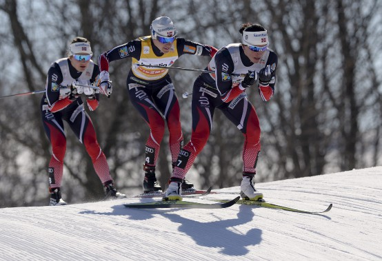 La Norvégienne Marit Bjoergen devant ses plus proches poursuivantes. (Le Soleil, Yan Doublet)