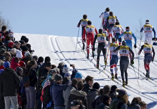 Les skieurs en montée sur les plaines d'Abraham (Le Soleil, Yan Doublet)