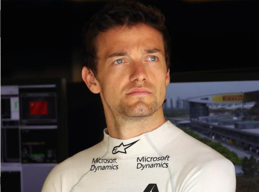 Le Britannique Jolyon Palmer, qui déboursait plus de 300 000 euros pour chacune de ses séances d'essais en 2015, a été choisi par Renault pour des motifs pécuniaires plutôt que sportifs. (AP)