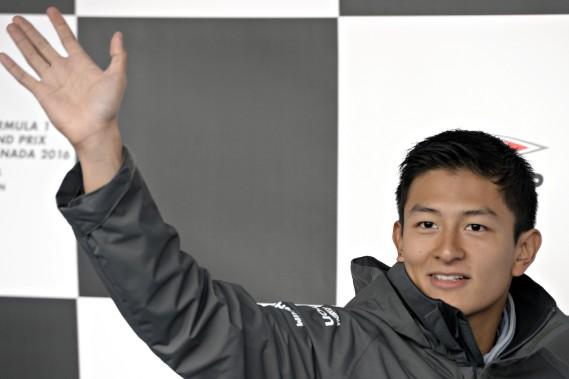 En 2016, le gouvernement indonésien, par l'intermédiaire de la société pétrolière nationale Pertamina, a injecté 15 millions d'euros dans l'écurie Manor, disparue depuis, pour que Rio Haryanto devienne le premier pilote indonésien de l'histoire de la F1. Il a disputé 12 courses pour aucun point marqué avant d'être remplacé, faute d'être repassé à la caisse. (Bernard Brault, La Presse)