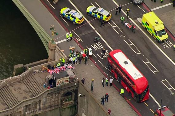 Vue aérienne d'une scène après l'attentat terroristre, à Londres. (Photo ITN via AP)