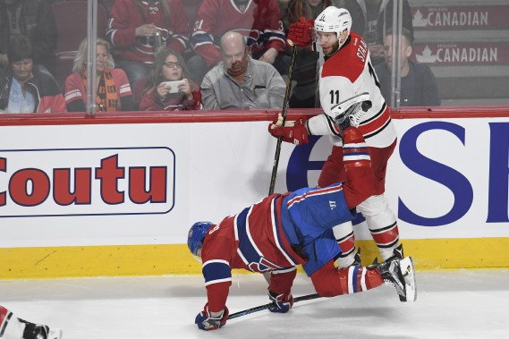 Brendan Gallagher Jordan Staal met solidement en échec Brendan Gallagher. (PHOTO BERNARD BRAULT, LA PRESSE)