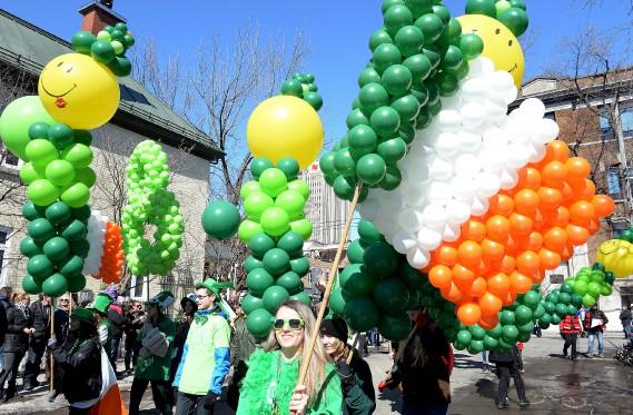 Un drapeau de l'Irlande fait avec des ballons (Le Soleil, Erick Labbé)