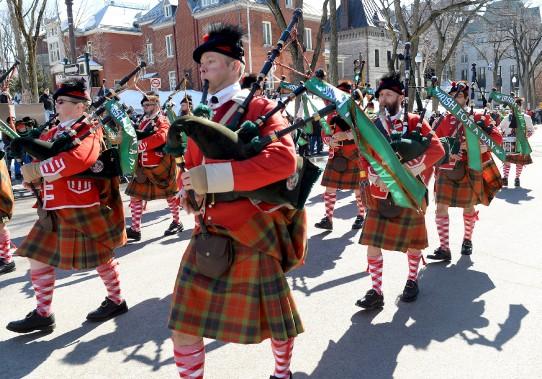 Un défilé de la Saint-Patrick n'en serait pas un sans les fameuses cornemuses. (Le Soleil, Erick Labbé)
