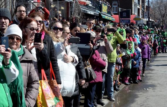 L'organisation du défilé attendait quelque 50 000 visiteurs le long de l'avenue Cartier et de la Grande Allée pour célébrer la fête des Irlandais. (Le Soleil, Erick Labbé)