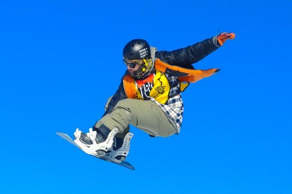 Trente-trois planchistes,de la région et autant provenant des quatre coins du Québec ont rivalisé d'agilité et d'habileté dans l'espoir de mettre la main sur le titre de la grande finale provinciale du Circuit Snowboard Scolaire, dont la 12e édition a été tenue samedi, sur les pentes du Mont-Lac-Vert d'Hébertville. (Le Progrès-Dimanche, Gimmy Desbiens)