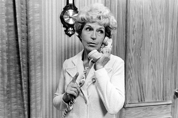 Janine Sutto, dans <em>Y a pas de problè‹me</em>, saison 1975-76. (Fournie par Radio-Canada)