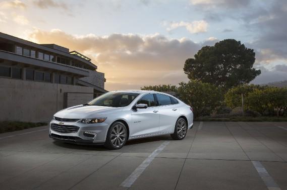 L'excellente Volt --probablement la reine des hybrides-- fait ombrage à la Chevrolet Malibu hybride, mais cet anonymat n'est pas entièrement mérité. ()