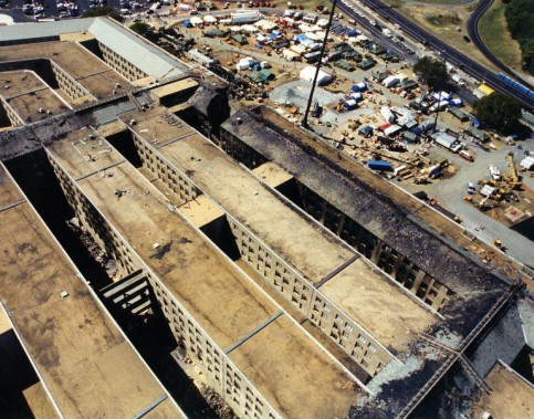 Le FBI a rendu publiques 27 photos inédites montrant les suites immédiates de l'attentat du 11 septembre 2001 contre le Pentagone. (Photo fournie par le FBI)