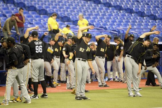 Les joueurs des Pirates de Pittsburgh se préparent à l'affrontement. (Photo Bernard Brault, La Presse)