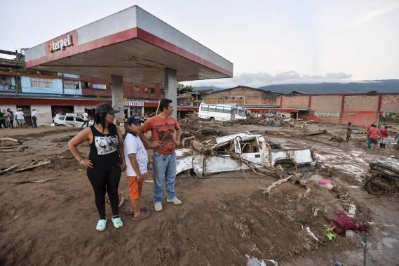 Les survivants n'ont pu que constater les dommages importants causés par la coulée de boue. (AFP, LUIS ROBAYO)