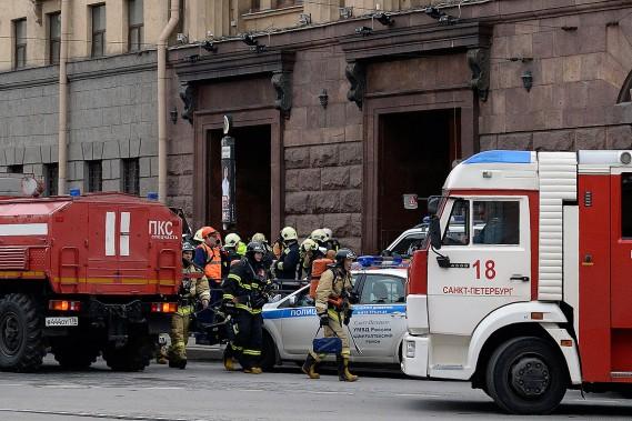 Des services de secours à la station de métro Tekhnologichesky Institut. (AFP)