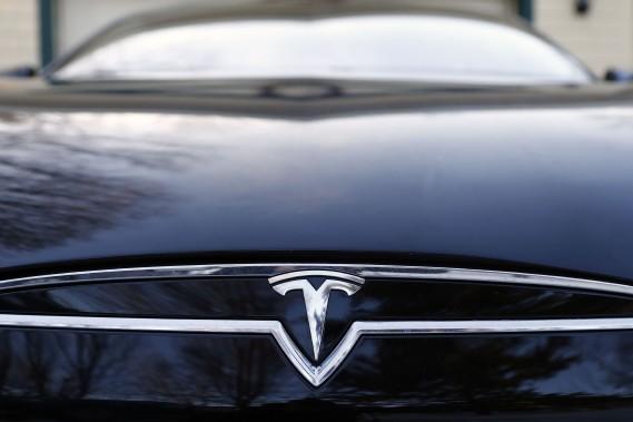 Tesla dépasse Ford en Bourse dans un marché auto en panne de croissance