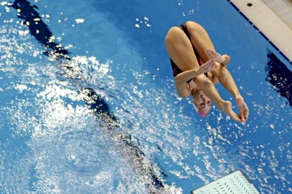 Pamela Ware en position carpée au tremplin de trois mètres. (PATRICK WOODBURY, Le Droit)