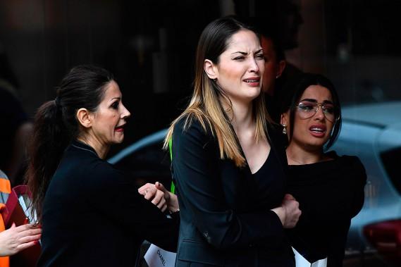 Des passants sous le choc réagissent à l'attentat. (JONATHAN NACKSTRAND, AFP)