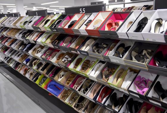 Il y aurait chez Saks OFF 5TH 8500 paires de chaussures, toutes au rabais, et vendues avec leur boîte. (Le Soleil, Yan Doublet)