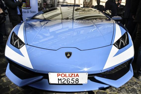 La Lamborghini Huracan version police, telle que vue à la conférence de presse au ministère de l'Intérieur d'Italie, à Rome le 30 mars. (Photo : AFP)
