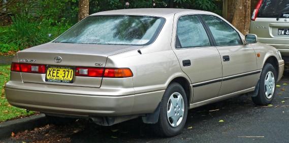 Sa pire voiture«C'est la Camry 1997. La portière du conducteur ne s'ouvrait pas de l'intérieur, la vitre non plus. (...) Mais je n'ai eu aucun problème mécanique.» (Phoro : Wukipédia)