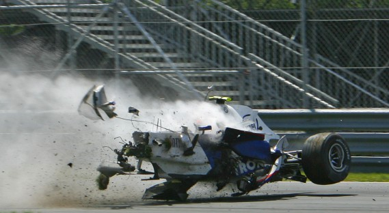 À Montréal, on se souvient aussi du terrifiant accident à haute vitesse de Robert Kubica au Circuit Gilles-Villeneuve en 2007. Miraculeusement, Kubica est sorti indemne (mais très secoué) de l'impact. (AFP)