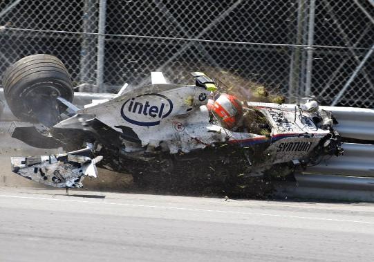 À Montréal, on se souvient aussi du terrifiant accident à haute vitesse de Robert Kubica au Circuit Gilles-Villeneuve en 2007. Miraculeusement, Kubica est sorti indemne (mais très secoué) de l'impact. (Presse canadienne)