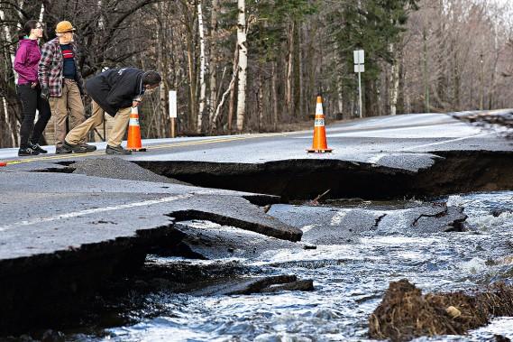 Un pan de la route341 à Rawdon, dans Lanaudière, a été emporté par les inondations. (PATRICK SANFAÇON, LA PRESSE)