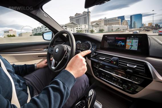 <strong>Niveau 3</strong> Dès 2019, BMW compte vendre une Série 5 dont le système CoPilot prendra les commandes sur l'autoroute, laissant le conducteur vaquer à d'autres occupations, comme gérer ses messages sur sa tablette. (Photo : BMW)