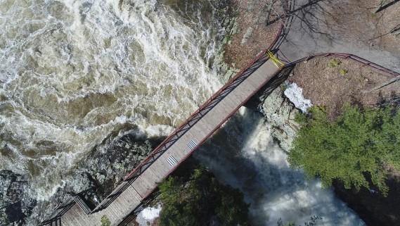Le débit de la rivière Maskinongé affiche une hausse de 55% entre le 12avril et le 18avril. Selon les données prises à la station hydrométrique de Sainte-Ursule, le débit d'eau est passé de 100mètres cubes d'eau par seconde à 155en l'espace de six jours. Cette statistique dépasse le niveau maximal enregistré (150) au fil des 35dernières années. (Stéphane Lessard, Le Nouvelliste)