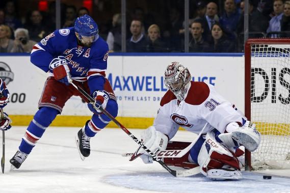 Rick Nash déjoue Carey Price pour inscrire le seul but des Rangers en deuxième période. (Photo Adam Hunger, USA TODAY Sports)