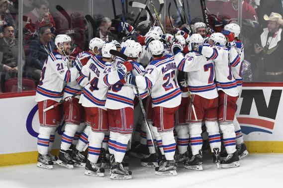 Les joueurs des Rangers festoient à la fin de la rencontre. (Photo Bernard Brault, La Presse)