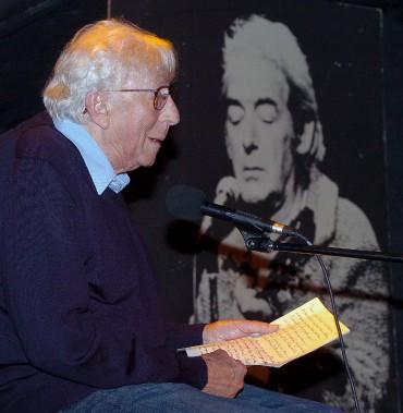 Paul Hébert en 2008, lors d'une soirée homage à Félix Leclerc au Cercle, à Québec. (Photothèque Le Soleil, Jean-Marie Villeneuve)