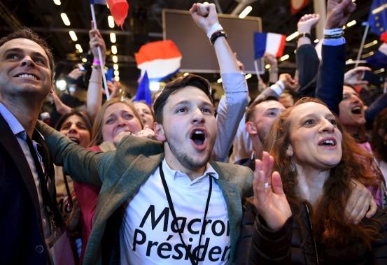 Des supporters parisiens d'Emmanuel Macron ont célébré à l'annonce de l'accession de leur candidat au deuxième tour. (AFP, Eric Feferberg)