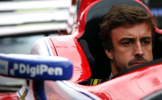 Le pilote de Formule 1 s'assoit pour la première fois dans une voiture d'IndyCar, avant le GP de l'Alabama dimanche. Alonso était à Birmingham pour 3e GP d'IndyCar de la saison, en dépistage avant sa participation aux 500 milles d'Indianapolis le 28 mai.<br /><br /> (AP)