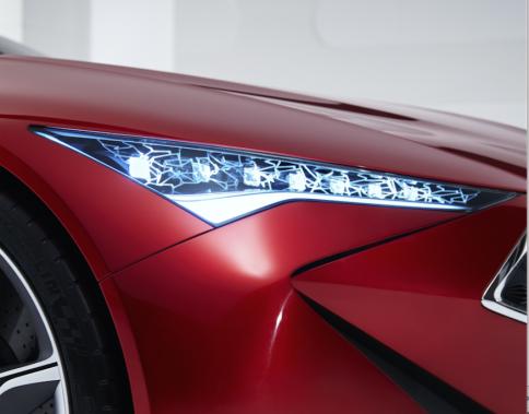 <strong>Acura NSX</strong>Le supercar japonais n'a pas d'exotique que sa silhouette ultrasportive. Ses phares à DEL en rafale lui confèrent une présence unique sur la route. Acura les appelle ses joyaux optiques («Jewel Eye LEDs»), et a repris le concept sur d'autres modèles de la gamme. Et en effet, ils brillent de tous leurs feux. ()