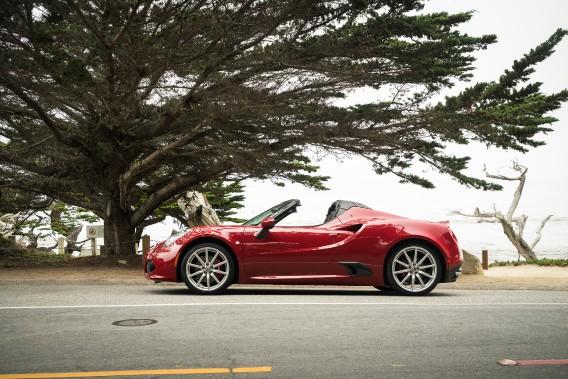 Voici quatre voitures qui feront tourner les têtes (et celle de la personne au volant aussi). Ci-haut, l'Alfa Romeo 4C Spider. ()