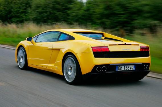 <strong>La voiture de ses rêves (1)</strong>Une Lamborghini (ci-haut, une Gallardo), qu'il trouvait belle et sur laquelle il a longtemps fantasmé. Mais il l'a juste louée, pas achetée, et il n'a pas aimé la conduite, trop directe à son goût. ()