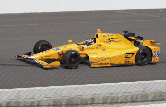 Fernando Alonso durant ses essais, durant lesquels il a réussi son test de recrue en piste ovale. (AP)