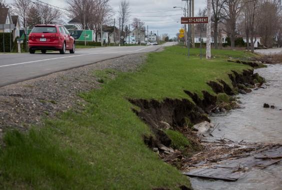 Cette érosion le long de la route 132 préoccupe le conseil municipal de Bécancour qui se penche sur d'éventuels travaux préventifs. (François Gervais, Le Nouvelliste)