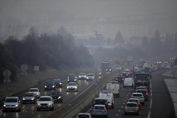 Voilà l'apparence qu'avait Lyon le 24 janvier 2017. L'épisode de smog intense avait incité les autorités municipales à imposer des restrictions sur le trafic automobile. De nombreuses grandes villes européennes envisagent l'interdiction des véhicules au diesel. (Photo : AFP)
