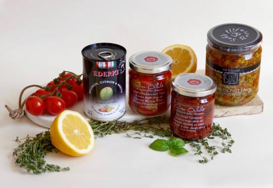 Tout le nécessaire pour cuisiner de succulents antipasti : olives farcies de citron, saumon et aneth, poivrons farcis au thon, tomates séchées au soleil et bruschetta aux olives. (Mélissa Bradette)