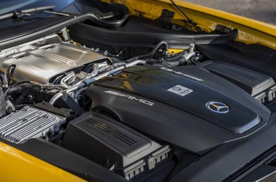 Heureusement, il n'est pas nécessaire de se transformer en danger public pour apprécier sa tenue de route et la poussée du V8 allemand. ()