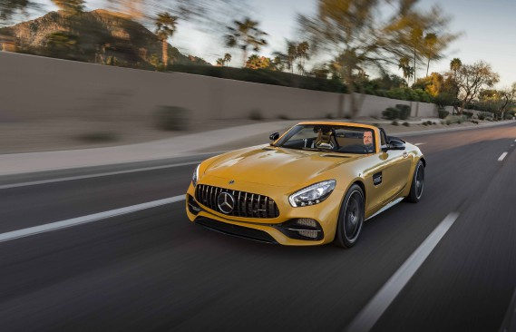 On se calme! Car la GT C Roadster demeure la complice idéale pour entraîner la révocation de votre permis de conduire. ()