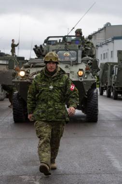Des membres de l'unité d'intervention immédiate (UII) du Québec se préparent pour Opération LENTUS 1703 sur la Base Valcartier à Courcelette, Québec, samedi. (Photo fournie par Sgt Marc-André Gaudreault, Service d'imagerie Valcartier)